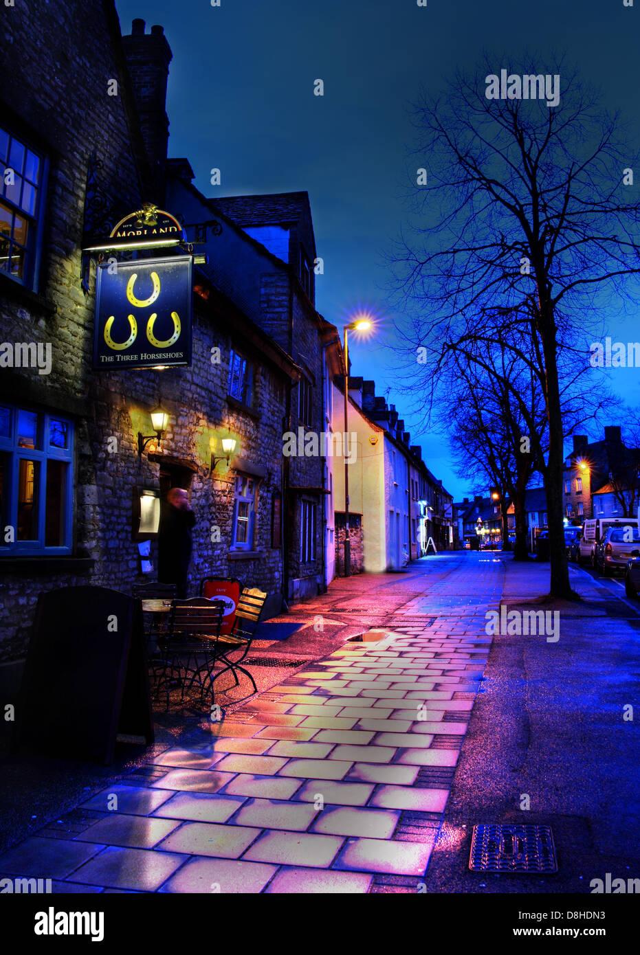 Three Horseshoes Pub Witney at Dusk Oxen - Stock Image