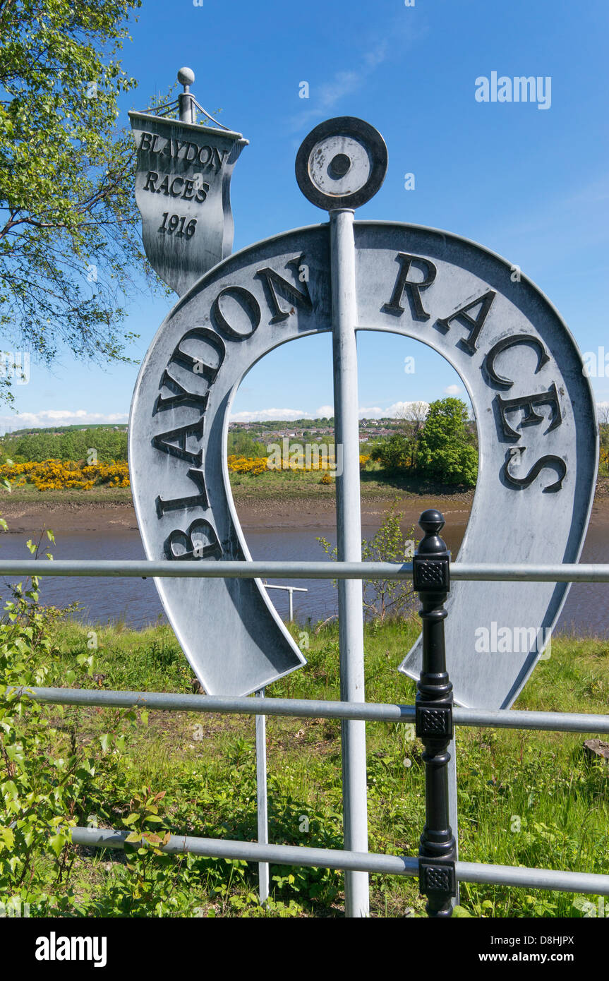 Steel sculpture commemorating the 150th anniversary of the Blaydon Races song, Blaydon, north east England UK - Stock Image