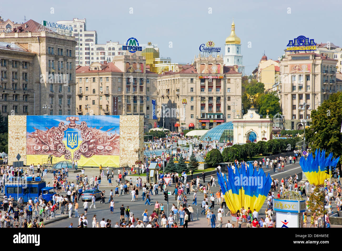 Independence day, Ukrainian national flags flying in Maidan Nezalezhnosti, (Independence Square) Kiev, Ukraine. - Stock Image