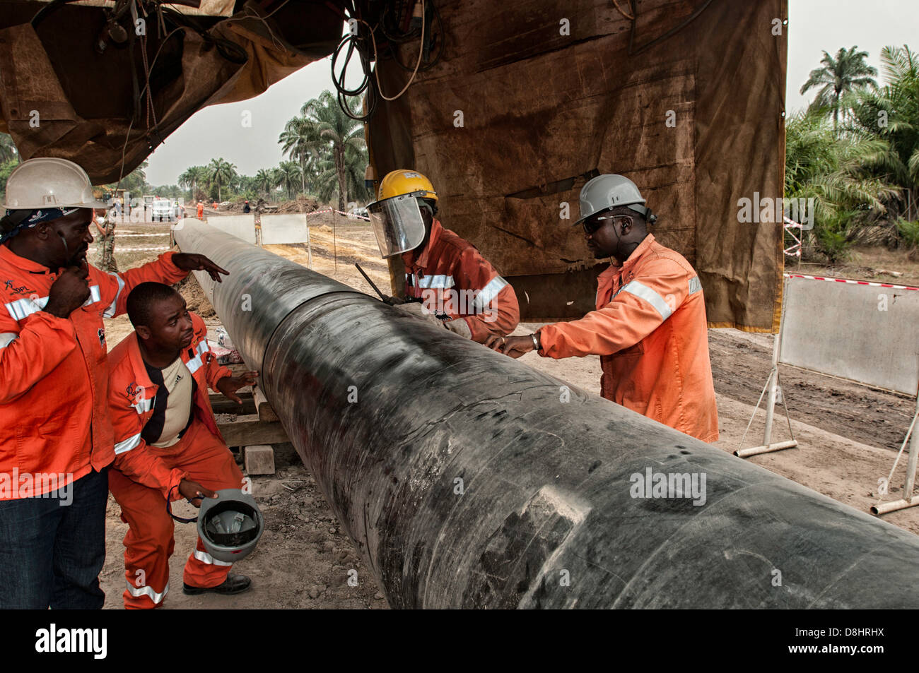 Supervision of works along a pipeline in River States - Nigeria - Stock Image