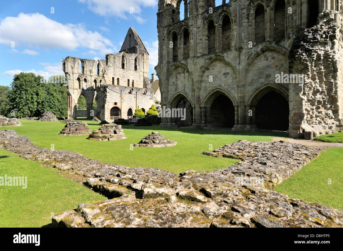 Wenlock Priory, Much Wenlock, Shropshire, England. Across the west end of the 12 C Cluniac priory church to the - Stock Image