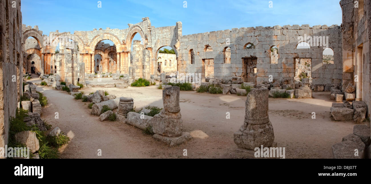 Syria - Qal'a Sim'an. Ruins of the Church of Saint Simeon with remains of his column - Stock Image