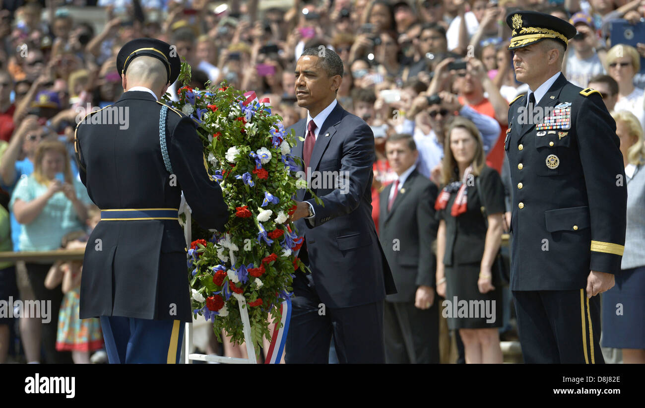 US President Barack Obama places a wreath on the Tomb of the Unknown Soldier in honor of Memorial Day at Arlington - Stock Image