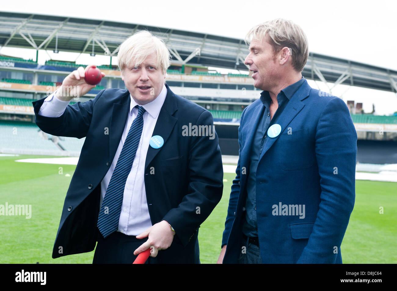 London, UK. 30th May 2013. Mayor of London, Boris Johnson joins  international cricket legend Shane Warne at The - Stock Image