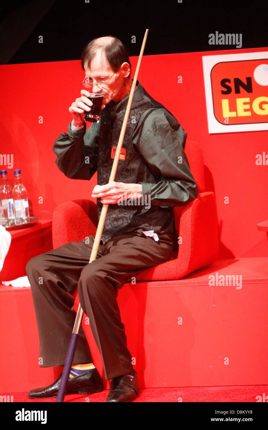 Alex Higgins makes his last appearance in public at a