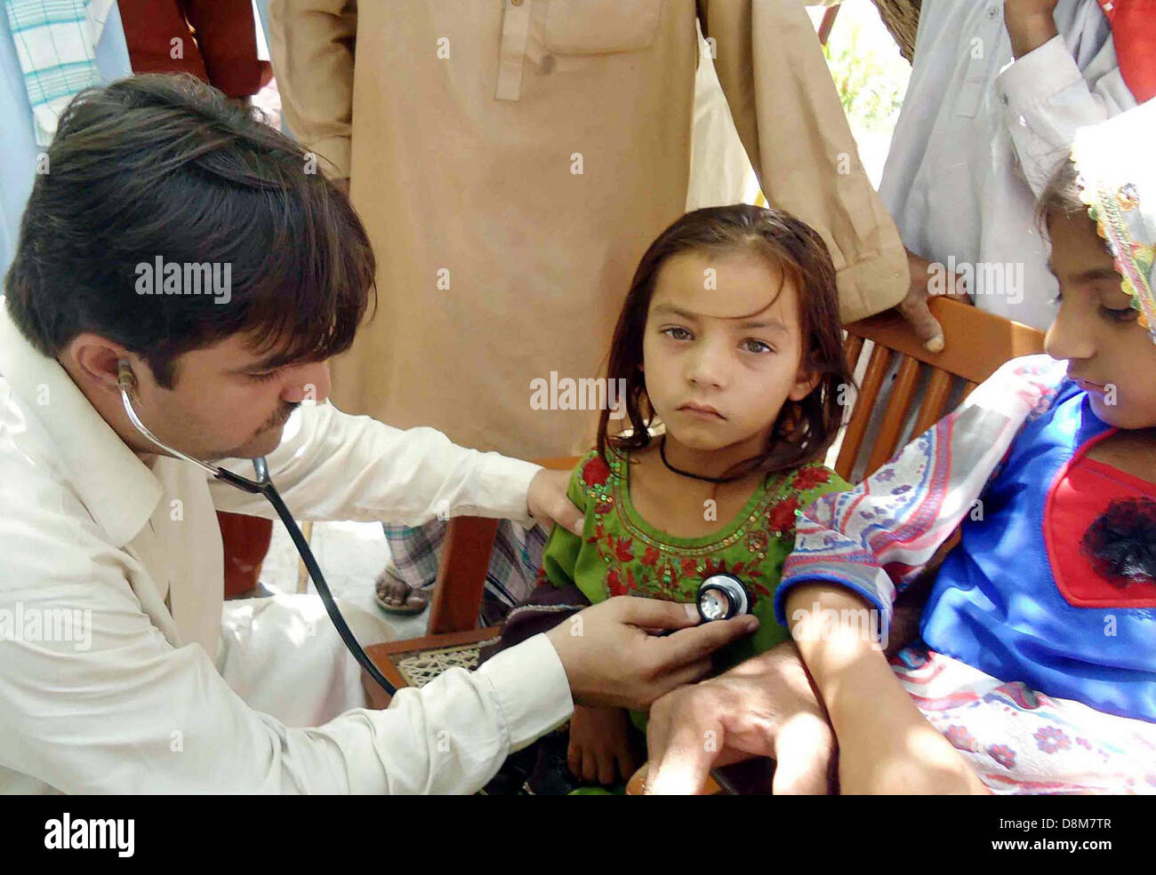 Doctor check the children, who drink impure toxic water in a school situated in Sualehpat locality, in Sukkur on - Stock Image