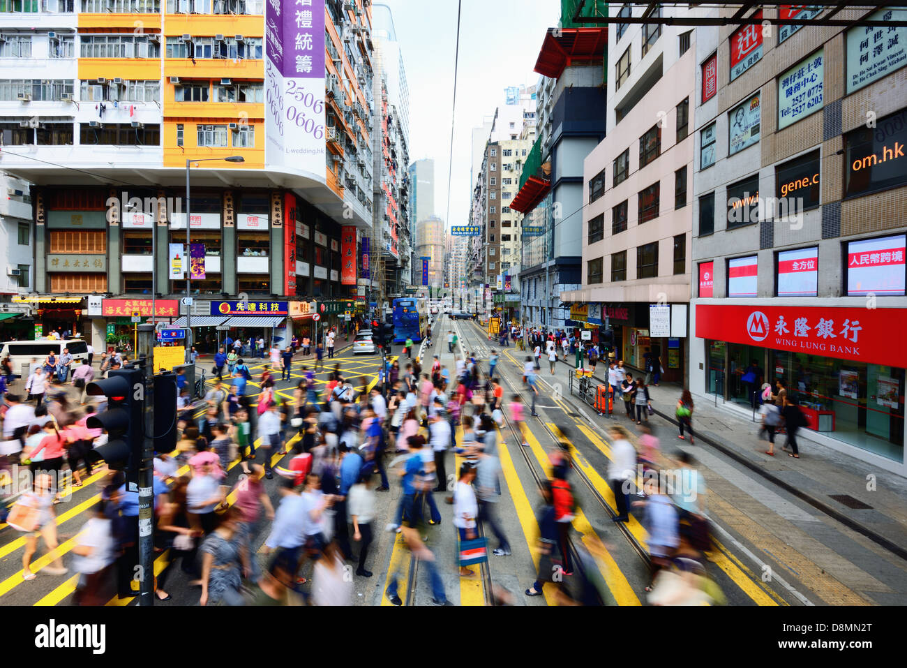 Pedestrians at a Hong Kong crosswalk - Stock Image