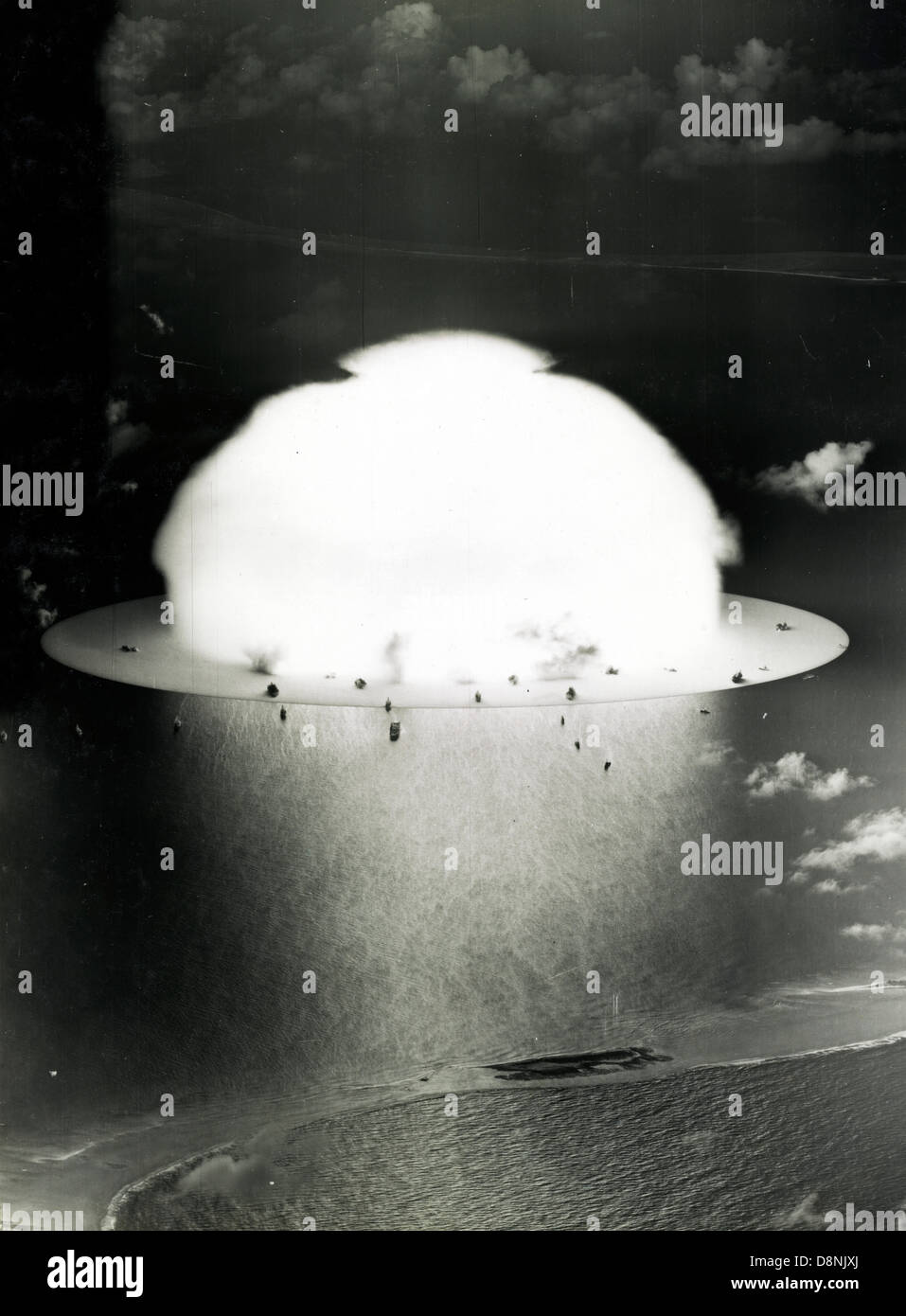 Mushroom cloud with ships below during Operation Crossroads nuclear weapons test on Bikini Atoll - Stock Image