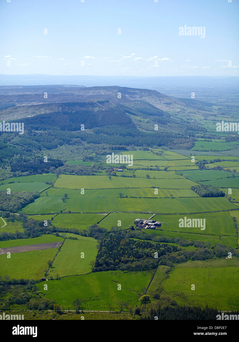 Looking East to West along the northern edge of the North Yorks Moors with Cleveland below - Stock Image