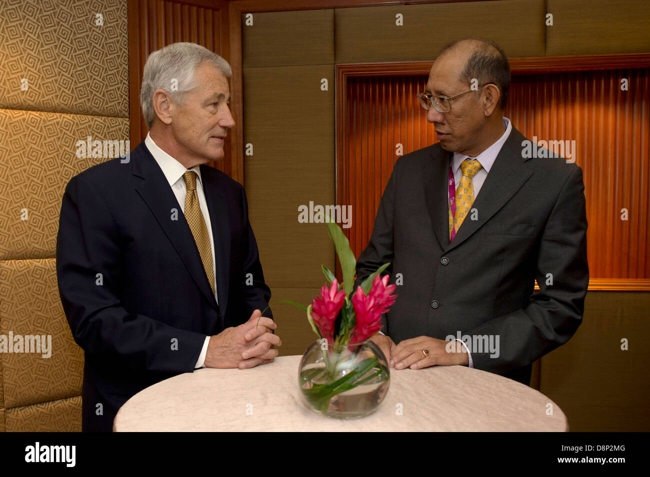 US Secretary of Defense Chuck Hagel talks with Bruneian Deputy Minister of Defense Dato Mustappaprior to a meeting - Stock Image