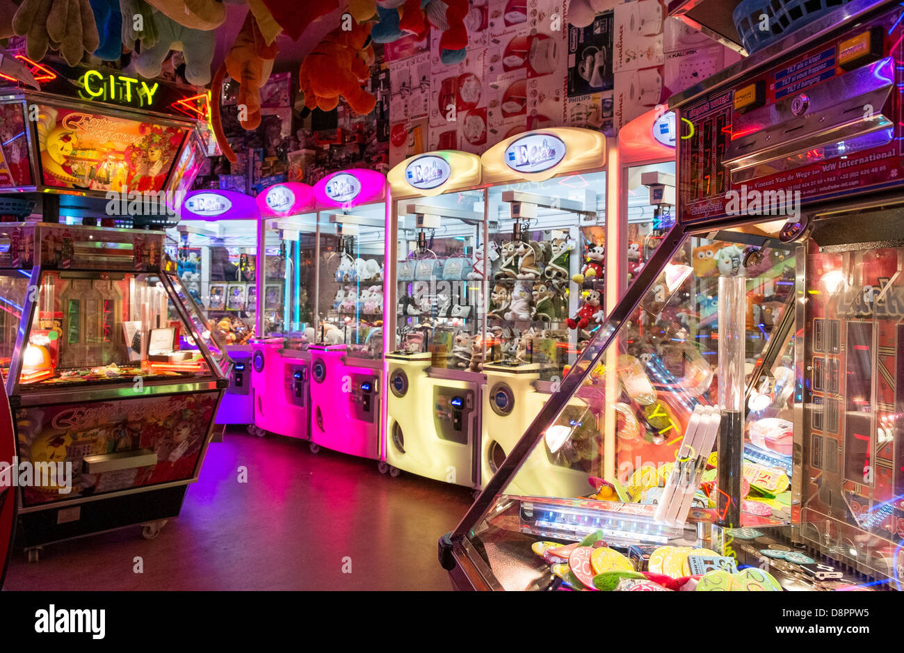 amusement arcade fairground stall game luck chance - Stock Image