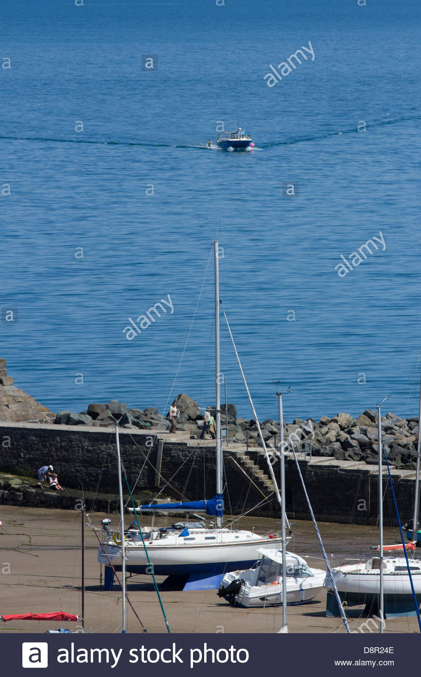Ceredigion coast, Wales, UK, 3 June 2013. The fine weather entices locals and visitors alike to enjoy the warm sunshine - Stock Image