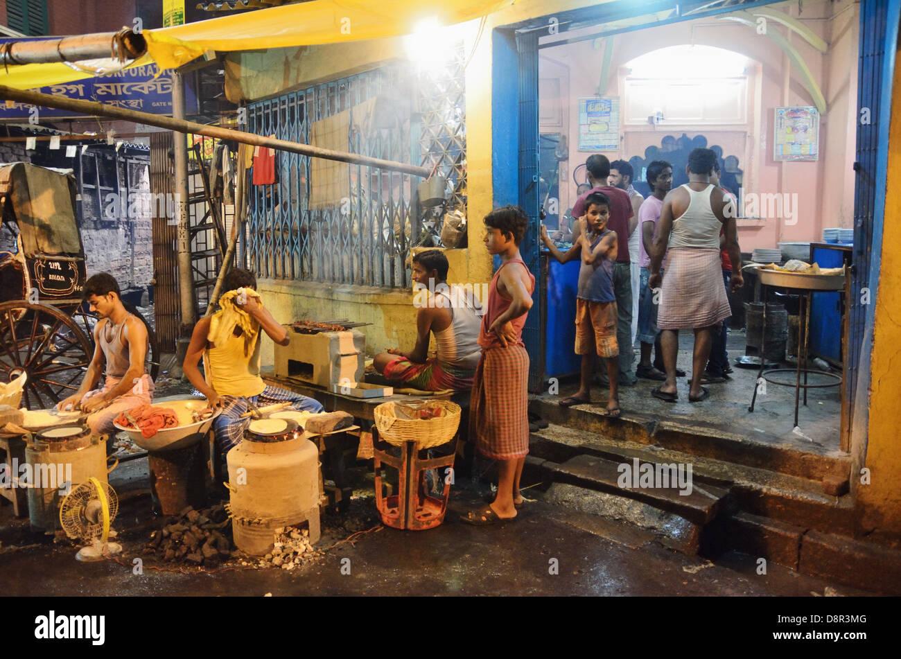 Kolkata street at night, India - Stock Image