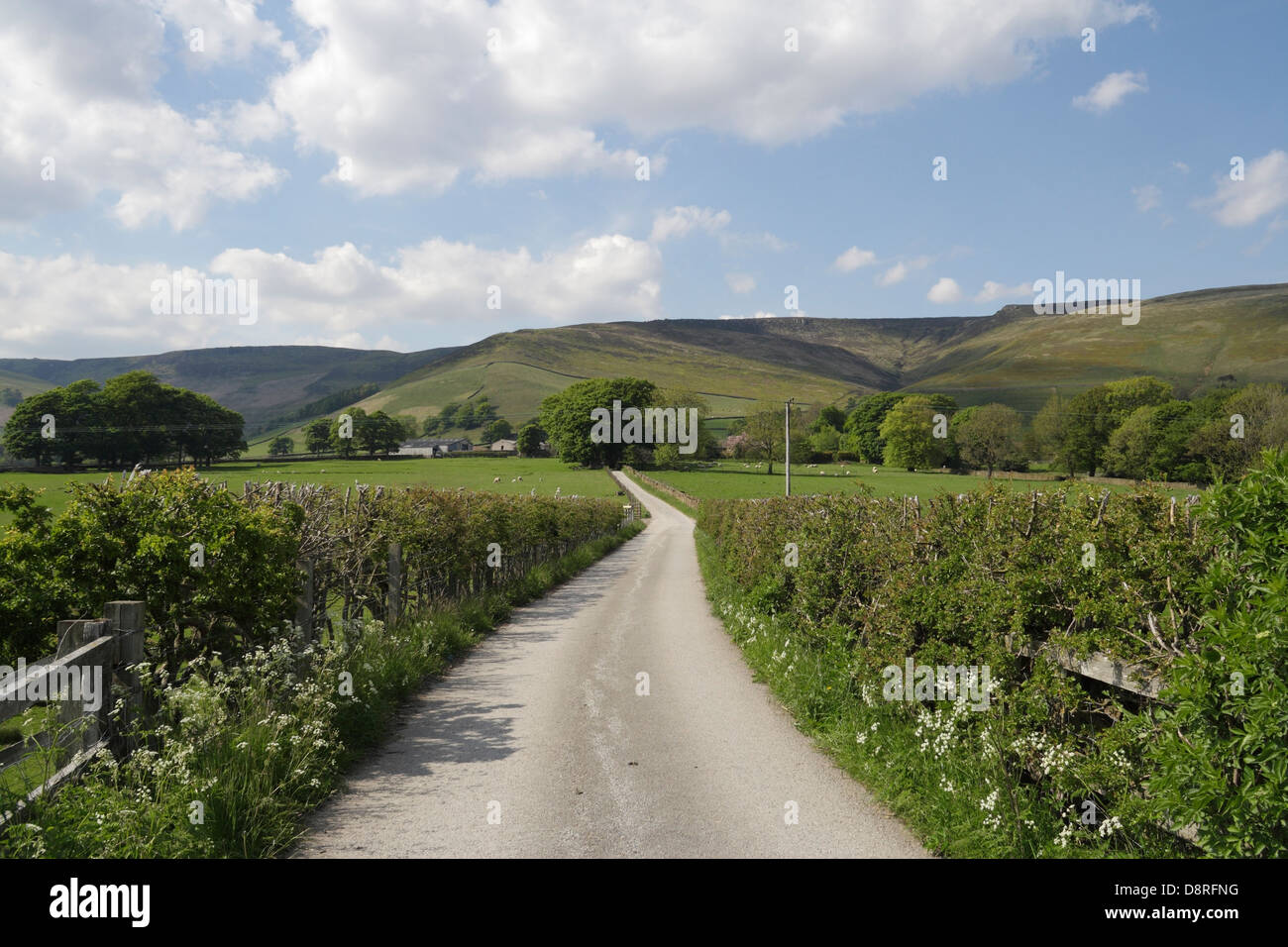 Road leading to Ollerbrook Booth, village of Edale in the Peak District - Stock Image