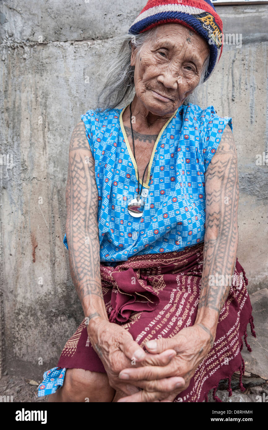 Portrait of an old Philippino woman with tattoes, Tinglayan, Kalinga, North Luzon, Philippines - Stock Image