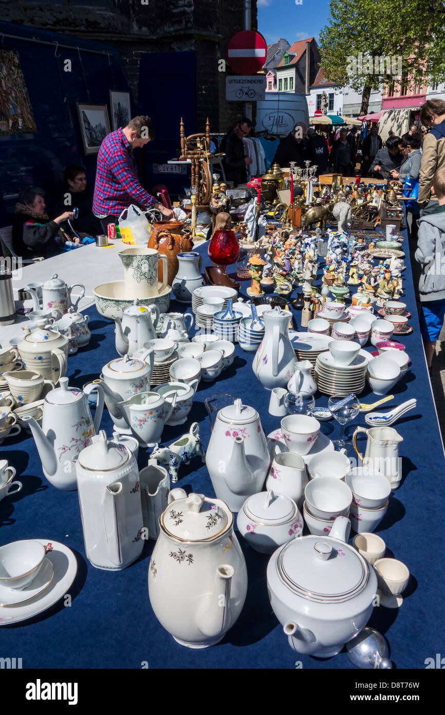 Antique porcelain crockery for sale at flea market at the St. Jacobs square in Ghent, Belgium - Stock Image