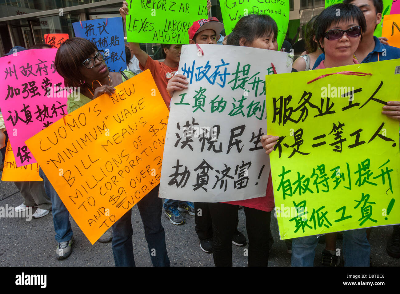 Minimum wage workers and their supporters rally to raise the minimum wage - Stock Image