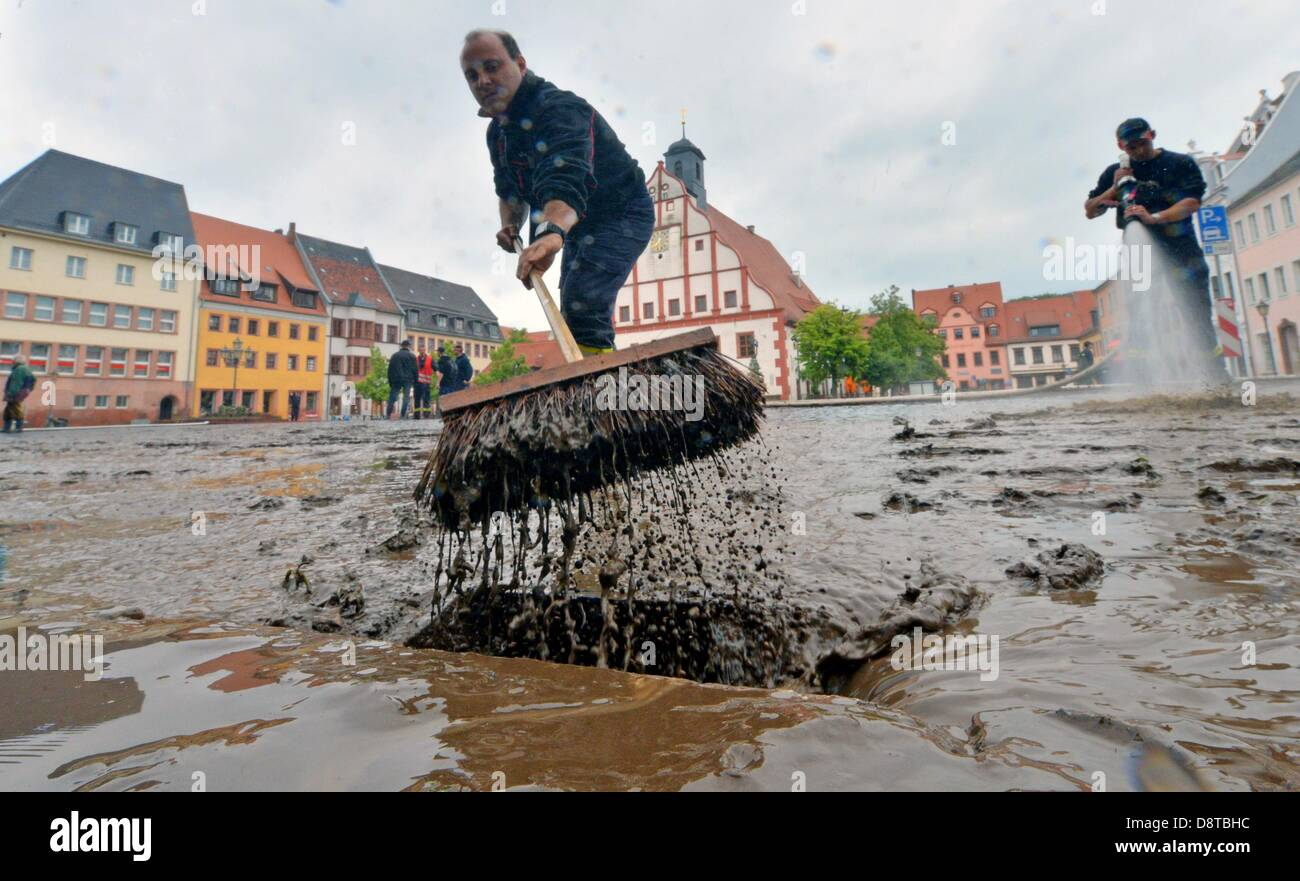 Grimma, Germany. 4th June 2013. The cleanup is underway on Marktplatz after flooding in Grimma,Germany, 04 - Stock Image