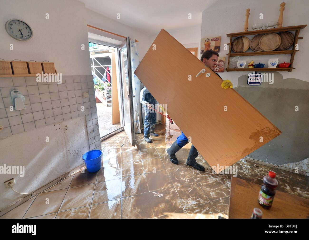 Grimma, Germany. 4th June 2013. The cleanup is underway after flooding in Grimma,Germany, 04 June 2013. After - Stock Image