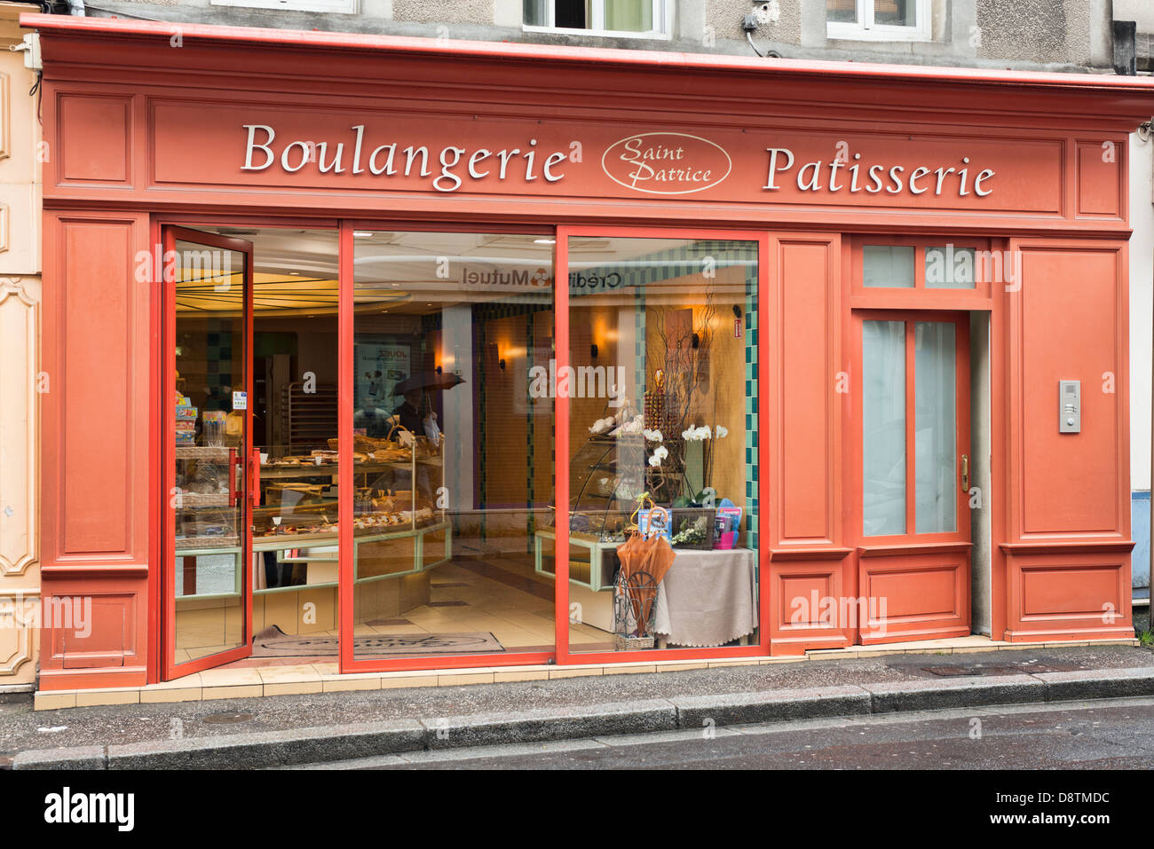 A French boulangerie and patisserie in Bayeux, Normandy, France - Stock Image
