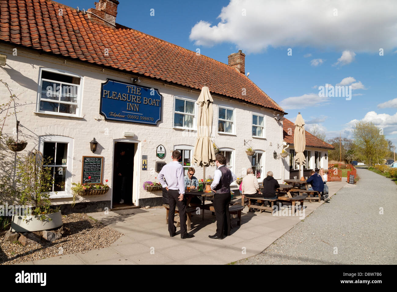 Norfolk Broads pubs inns - The Pleasure Boat Inn, Hickling Broad,  Norfolk, East Anglia, UK - Stock Image
