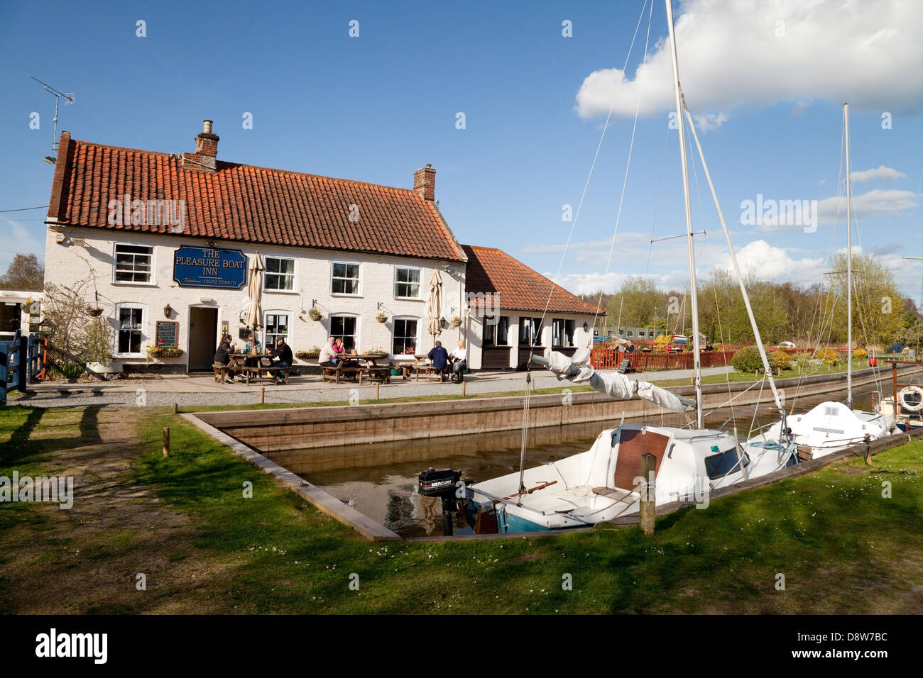 The Pleasure Boat Inn, Hickling Broad, an example of a Norfolk Broads pub, Norfolk, England UK - Stock Image