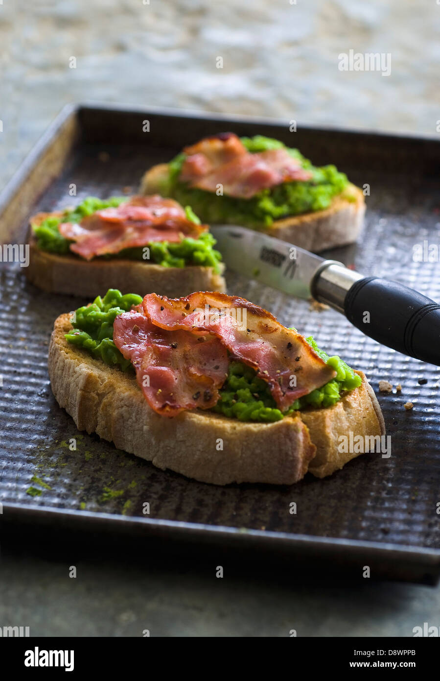 Pureed pea and bacon Bruschettas - Stock Image