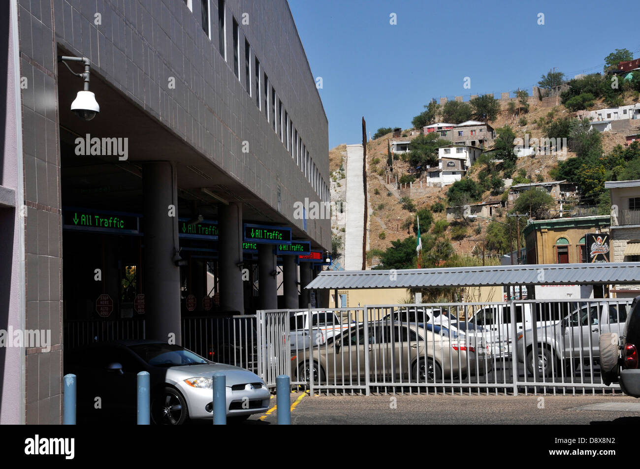 Nogales, Sonora, Mexico, borders the DeConcini Port of Entry customs inspection station at Nogales, Arizona, USA. - Stock Image