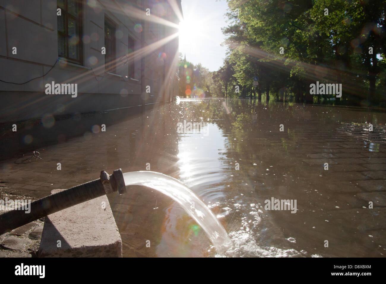 Hochwasser Saale Emil-Eichhorn-Strasse Halle Saale Sachsen-Anhalt Deutschland Saxony-Anhalt Germany Fluss deutsche - Stock Image