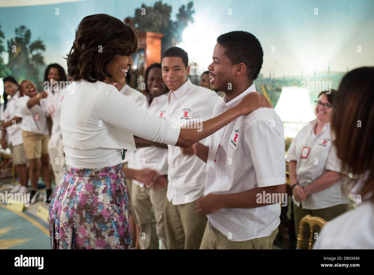US First Lady Michelle Obama talks with students from William R. Harper High School in Chicago in the Diplomatic - Stock Image