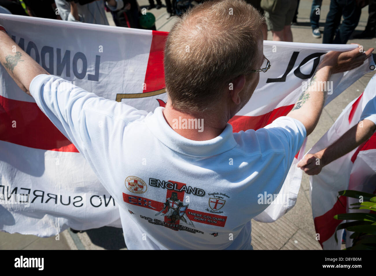 London, UK, 6th June, 2013. EDL members outside the Old Bailey court in London. Six people were appearing in court - Stock Image