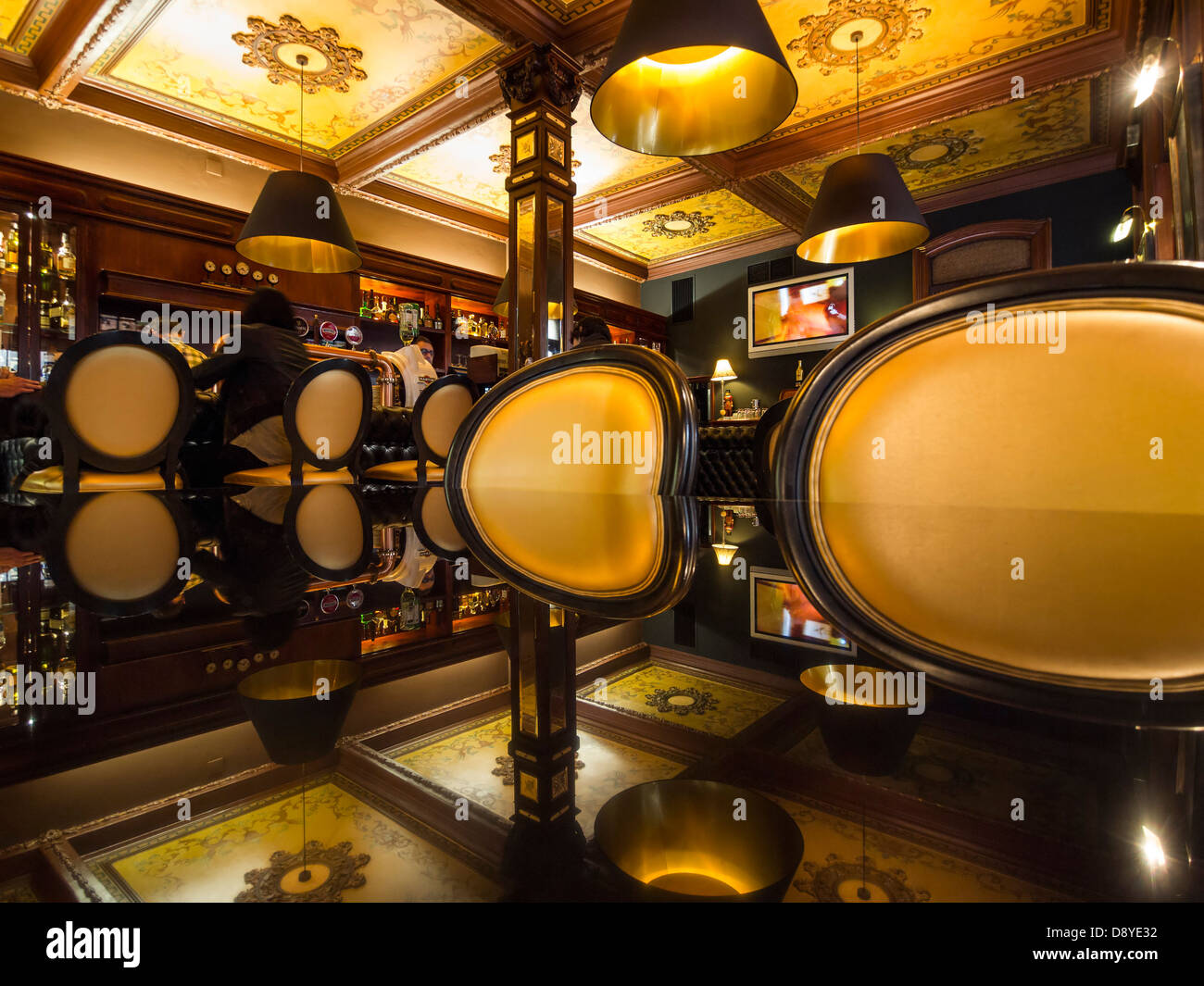 Upscale restaurant cafe interior - Stock Image