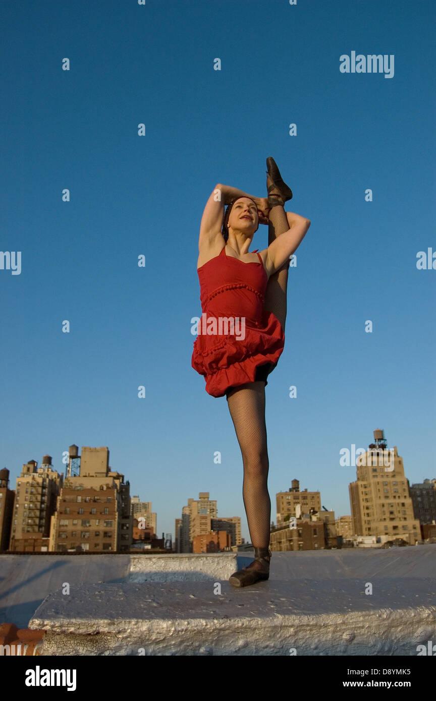 Circus performer balance on one legg - Stock Image