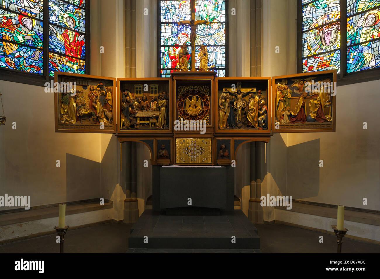 Innenaufnahme der Propsteikirche Sankt Peter und Paul in Bochum, Ruhrgebiet, Nordrhein-Westfalen - Stock Image