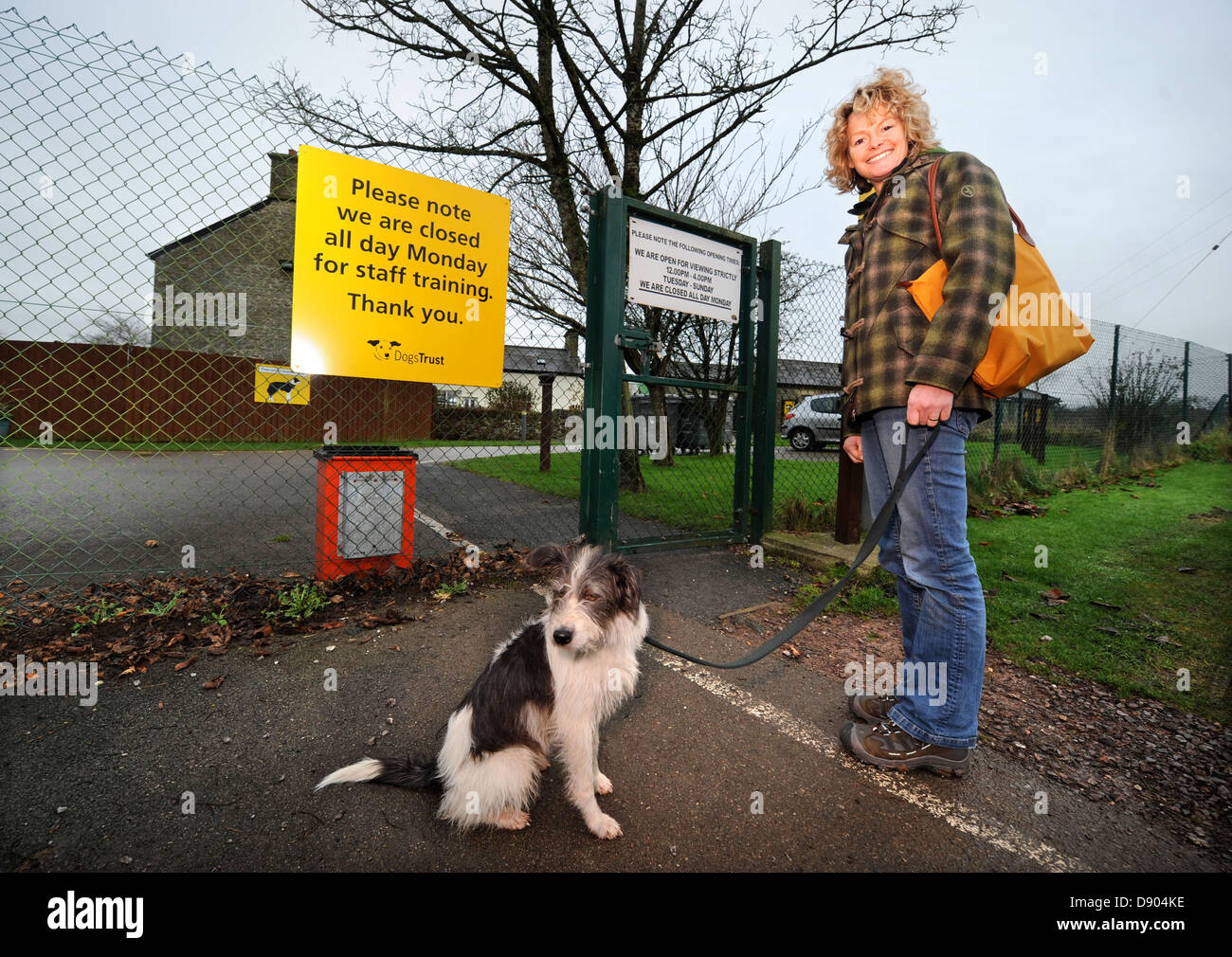Kate Humble takes her dog Badger to the Dogs Trust near Bridgend, S. Wales where she is completing the adoption - Stock Image