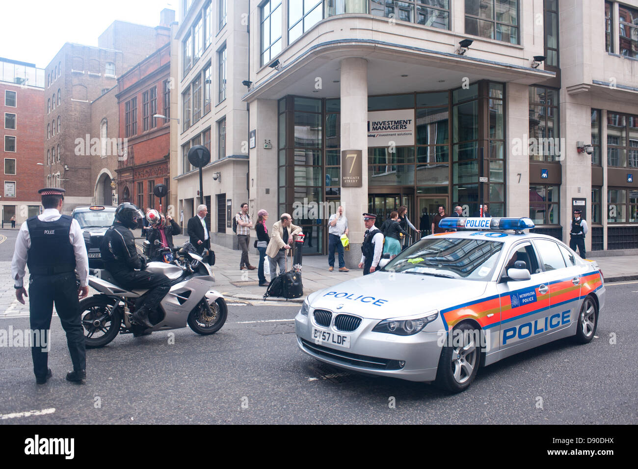 London, UK - 7 June 2013: Police blocks traffic and people before the passage of two vans believed to be carrying - Stock Image