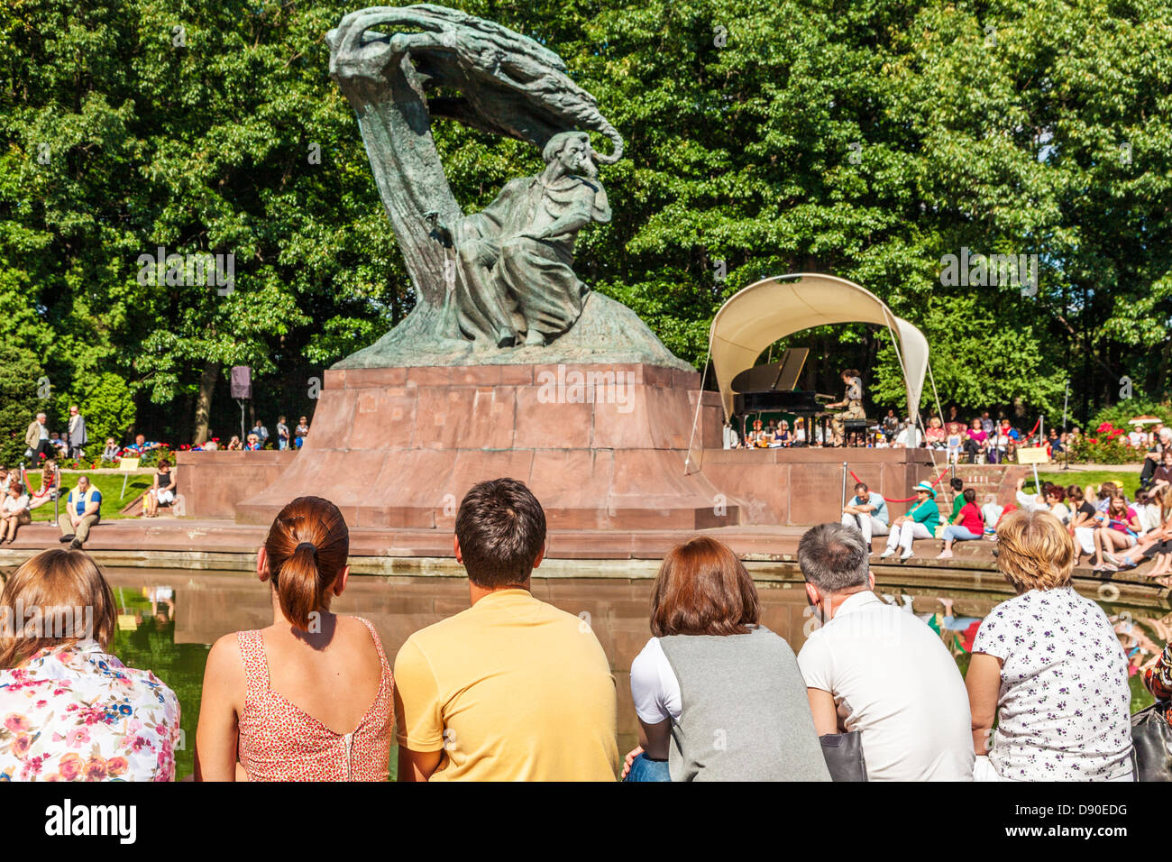 A Sunday afternoon piano recital beneath Chopin's statue in Lazienki Park, Warsaw. - Stock Image