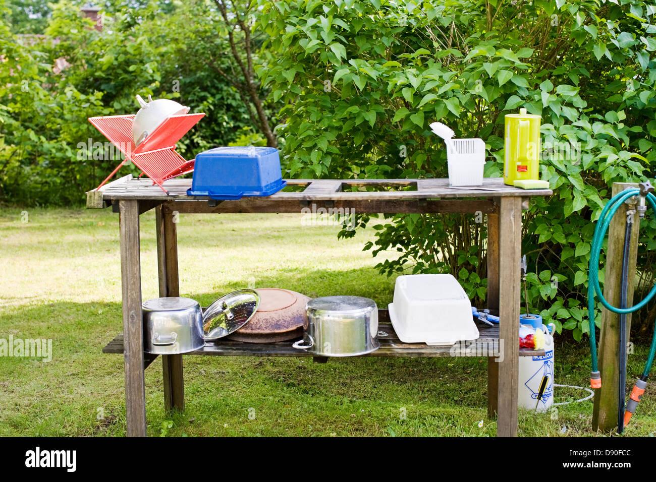 Kitchen utensils kept outdoors for drying - Stock Image