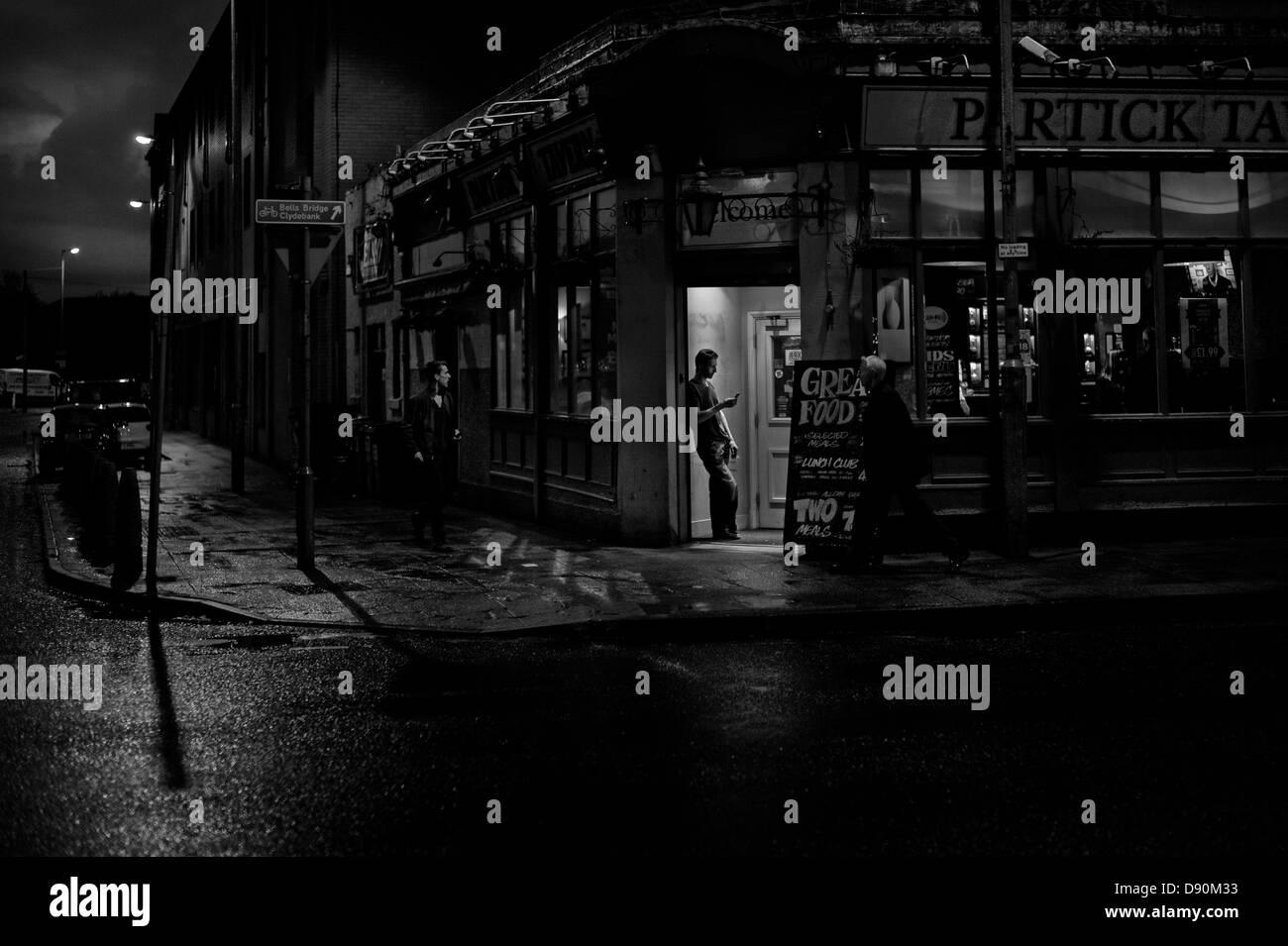 View of street scene outside the Partick Tavern, Dumbarton Road, Glasgow, Scotland, UK - Stock Image