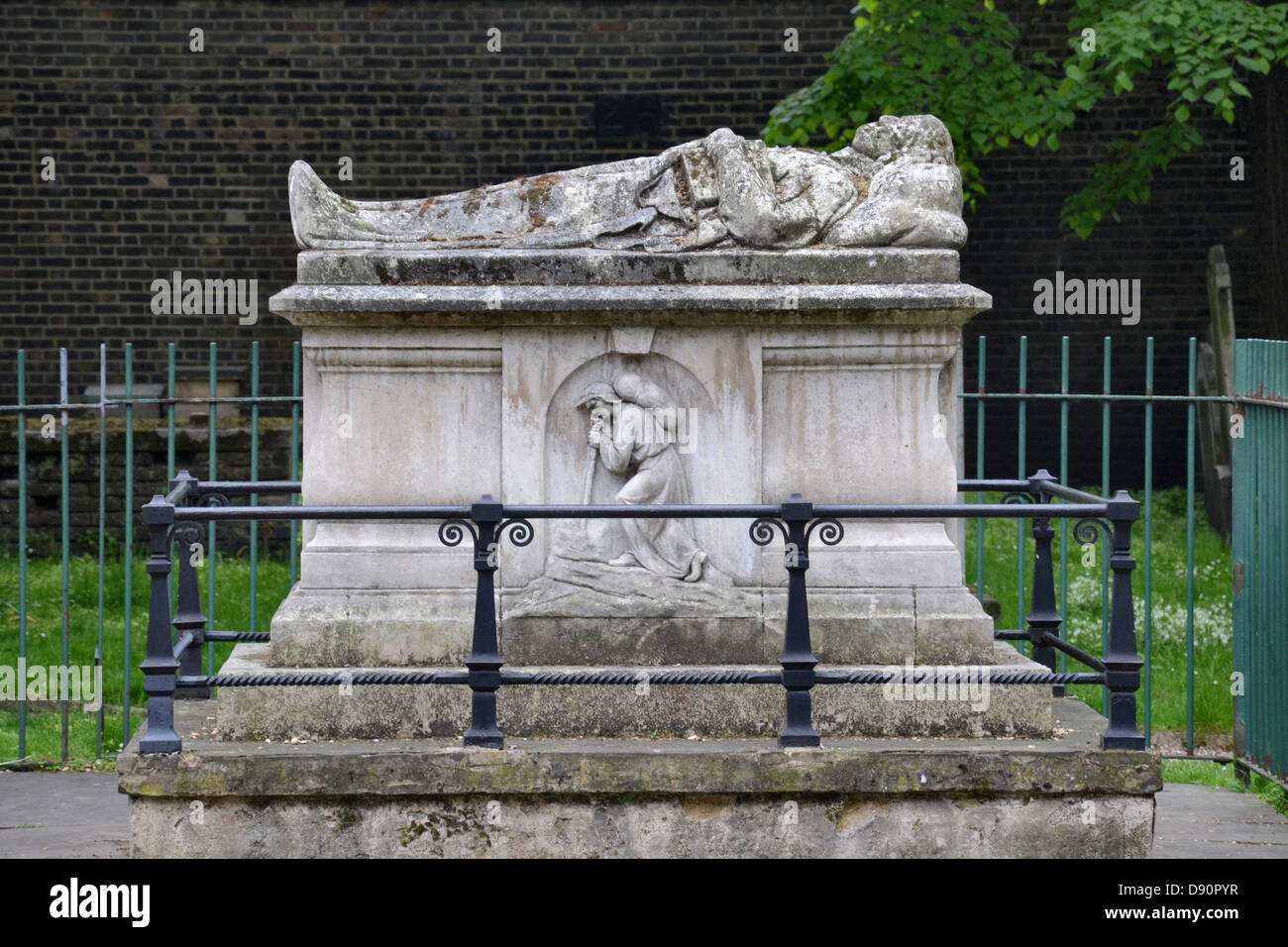 The grave of John Bunyan (1628-1688) in Bunhill Fields Burial ground, London. - Stock Image