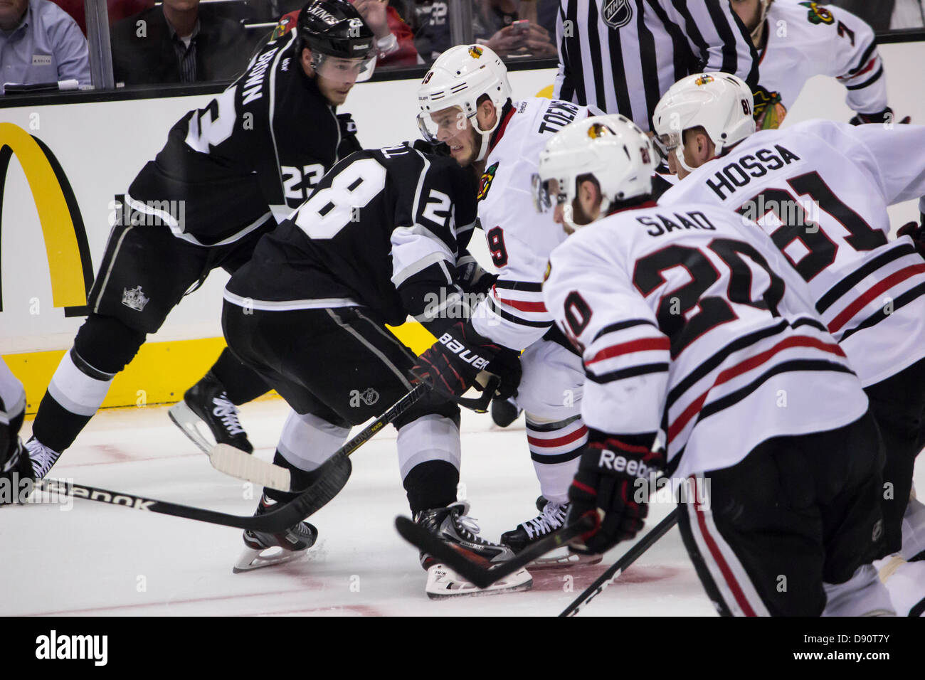 A Jonathan Toews face-off and scrimmage during Game 3 of the 2012-13 NHL Western Conference Finals versus the LA - Stock Image