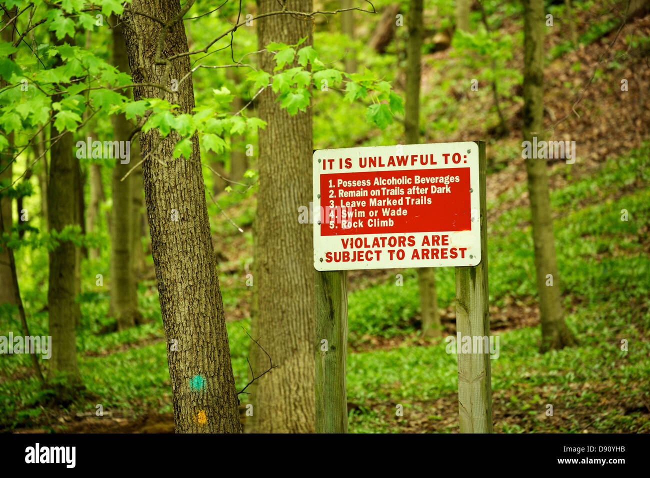 Warning sign. Illinois Canyon, Starved Rock State Park Illinois. - Stock Image