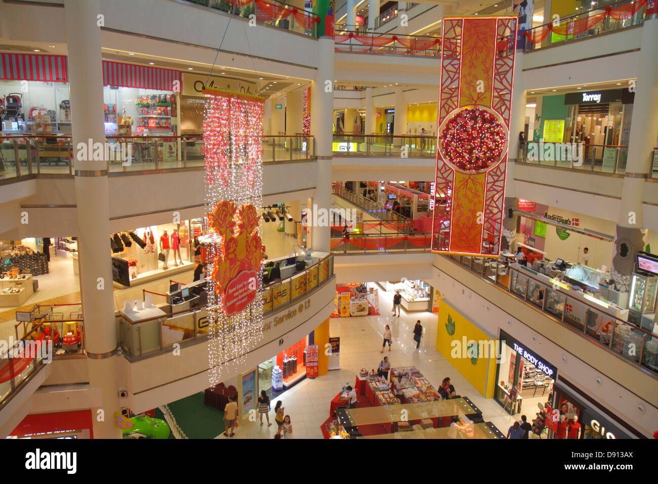 Singapore Southeast Asia City Square Mall For Sale Retail Products Display Sale Product Store Interior Sing130131032 Stock Photo Alamy