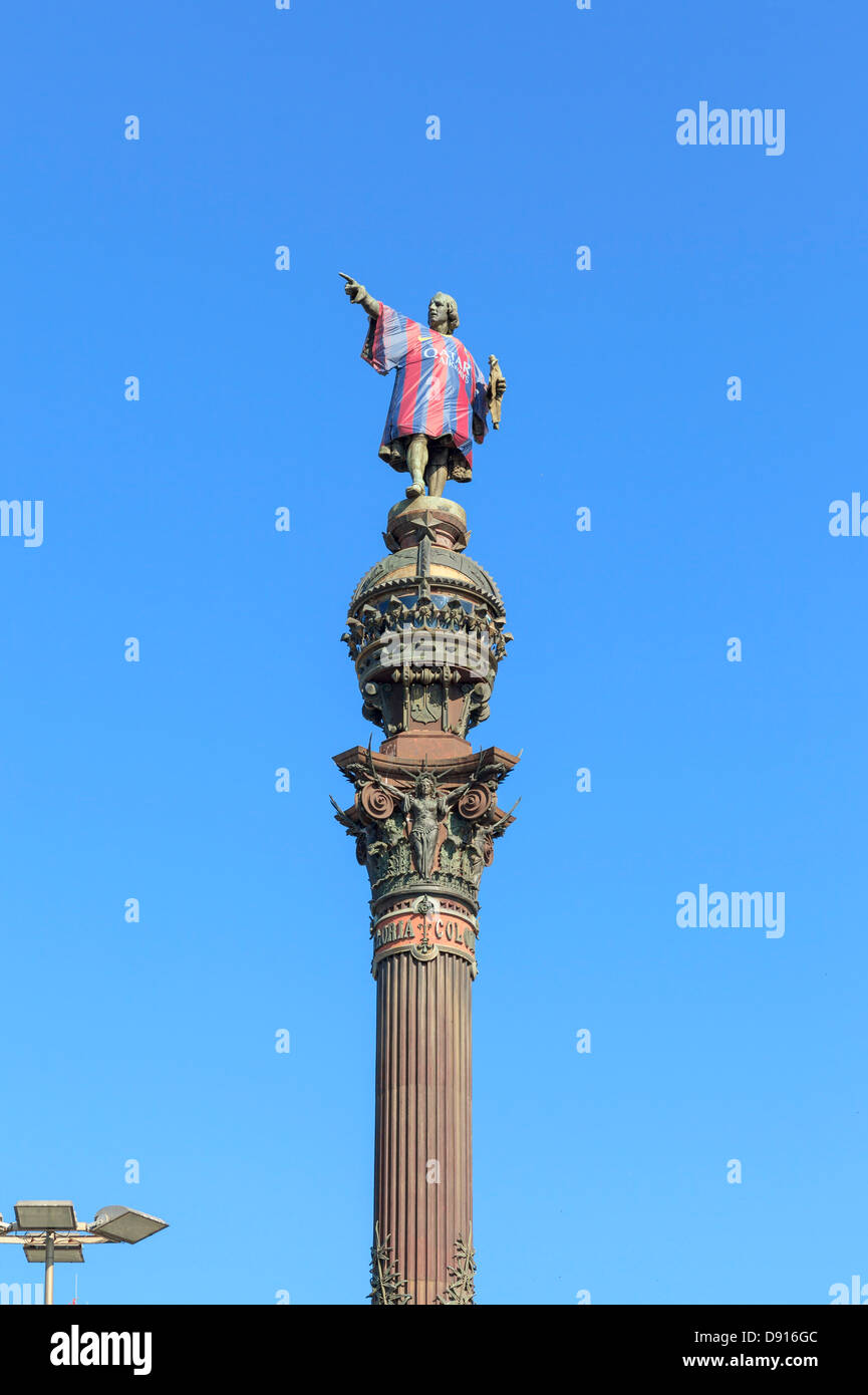 Colon statue with shirt of futbol club Barcelona - Stock Image
