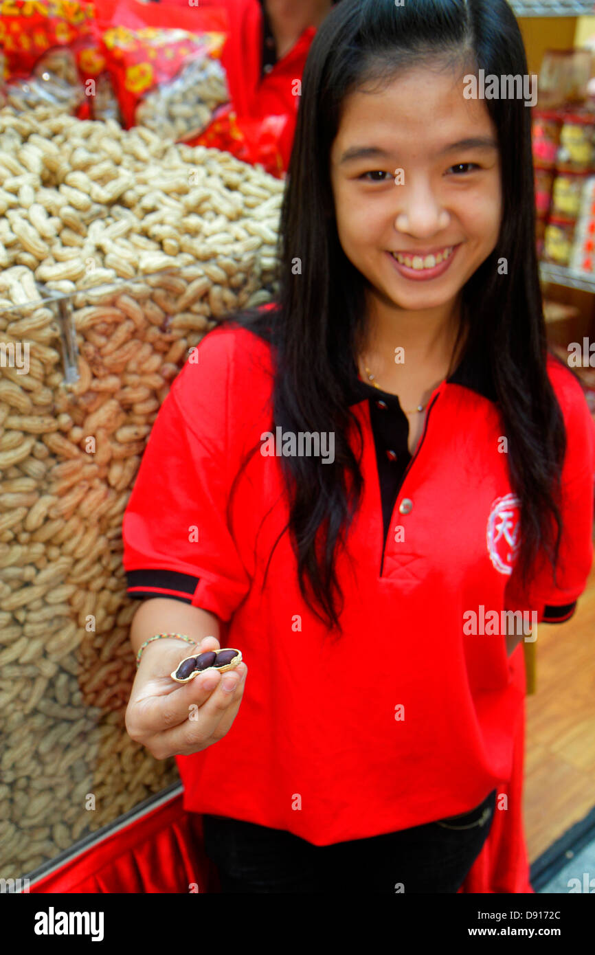 Singapore Bugis Junction Shopping Peanuts Asian Teen Girl Employee Free Sample Offering