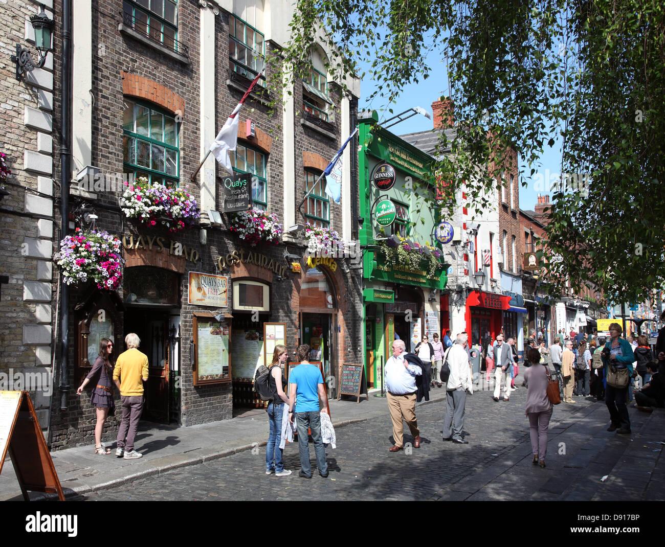 Summer day in Temple Bar, Dublin's Left Bank quarter, Ireland - Stock Image
