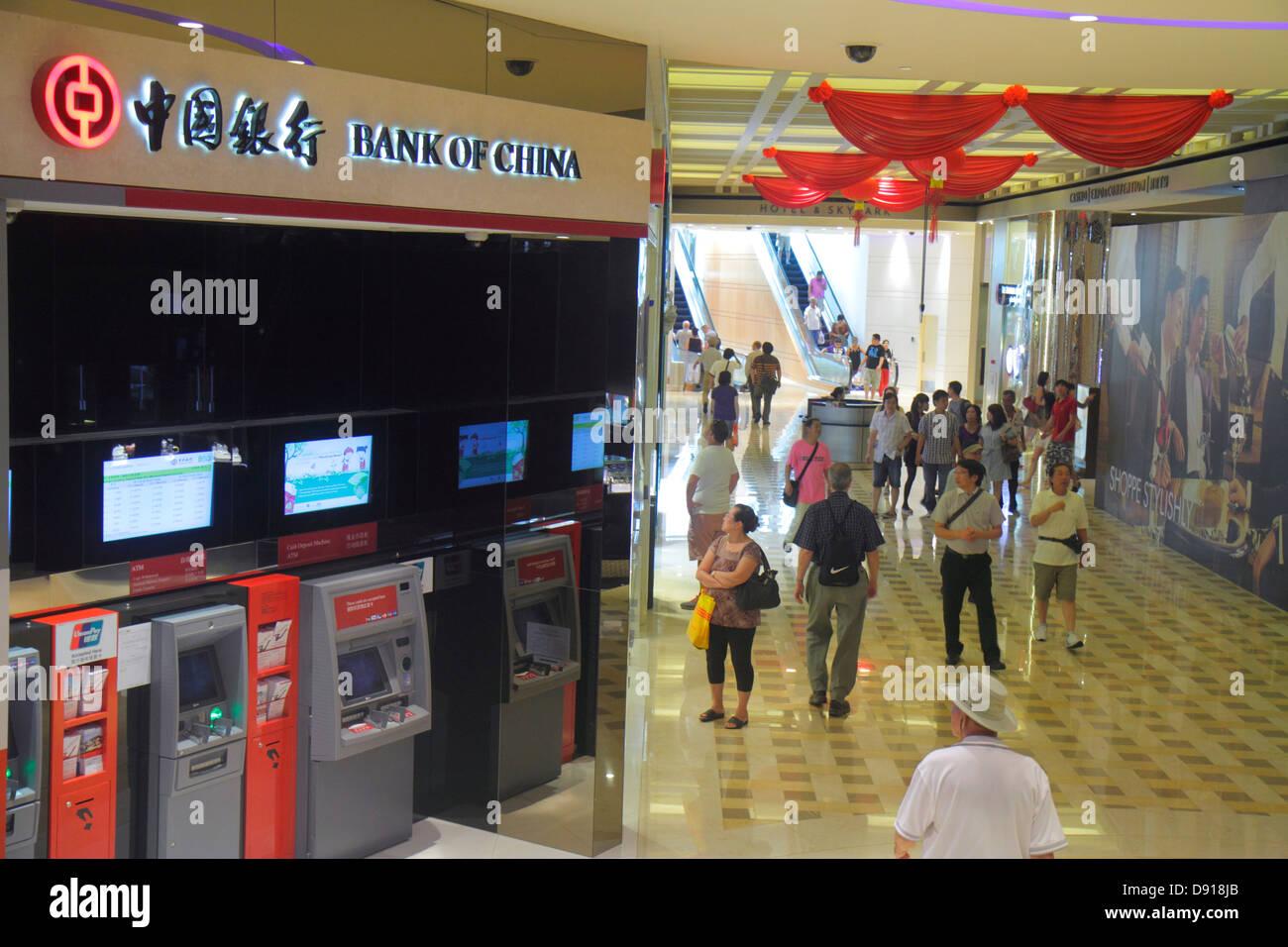 Singapore The Shoppes at Marina Bay Sands shops shopping Bank of China Chinese hanzi characters ATM automated teller - Stock Image