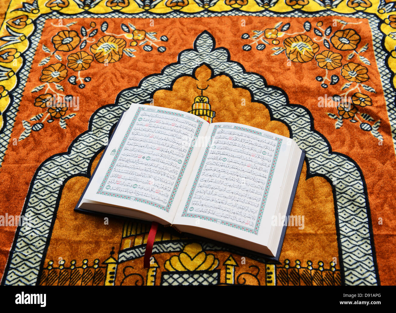 Surah Quran Stock Photos Images Alamy Stambul Qur An Mini 30 Juz Koran Holy Book Religious Text
