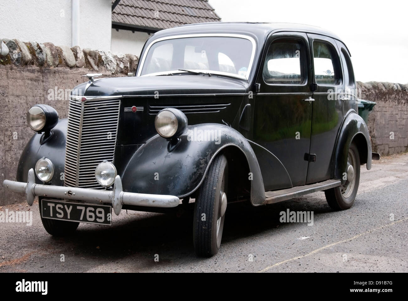Old 1947 black ford prefect e93a saloon car