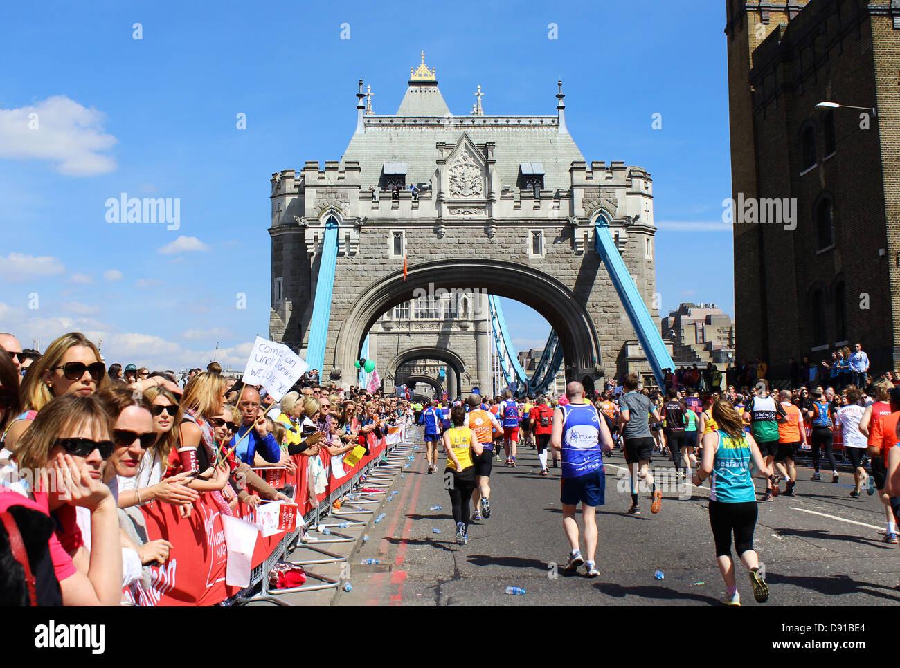 London marathon showing Tower Bridge, London, Britain, UK - Stock Image